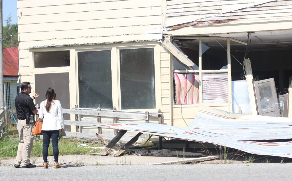 Wayne County Emergency Management Coordinator Craig Brown, left, and UNC-Chapel Hill Professor Mai Nguyen discuss a structure damaged by Hurricane Matthew in downtown Seven Springs, N.C. Photo by Mary Lide Parker.