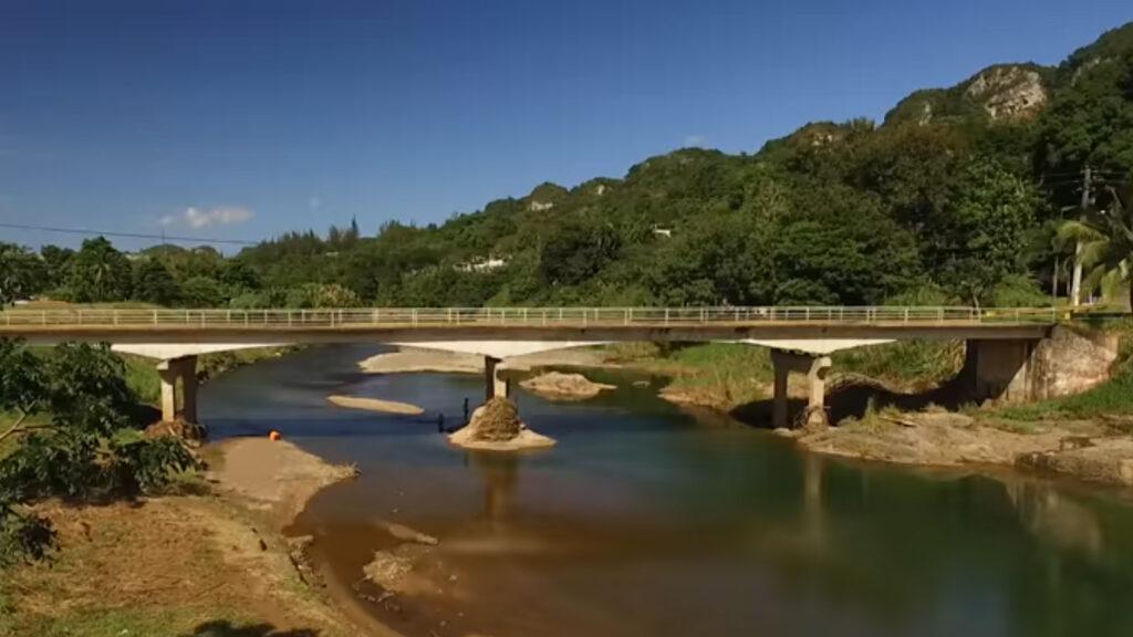 Bridge over Grande de Manatí River at Ciales before the hurricane.